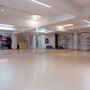 新宿 『ダンスタ』貸しスタジオ 明るいスタジオ
